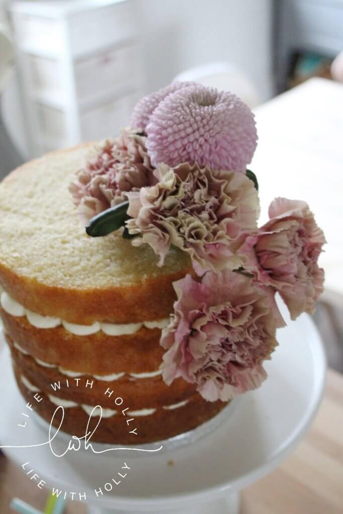 ife with Holly - Creating a Perfect Floral Cake for Mother's Day (3)-min