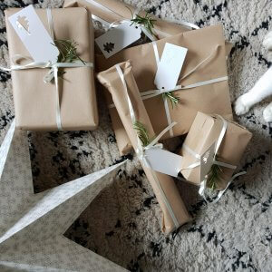 Christmas Money Saving Tips by Life with Holly - Brown Kraft Christmas Wrapping Paper Ideas